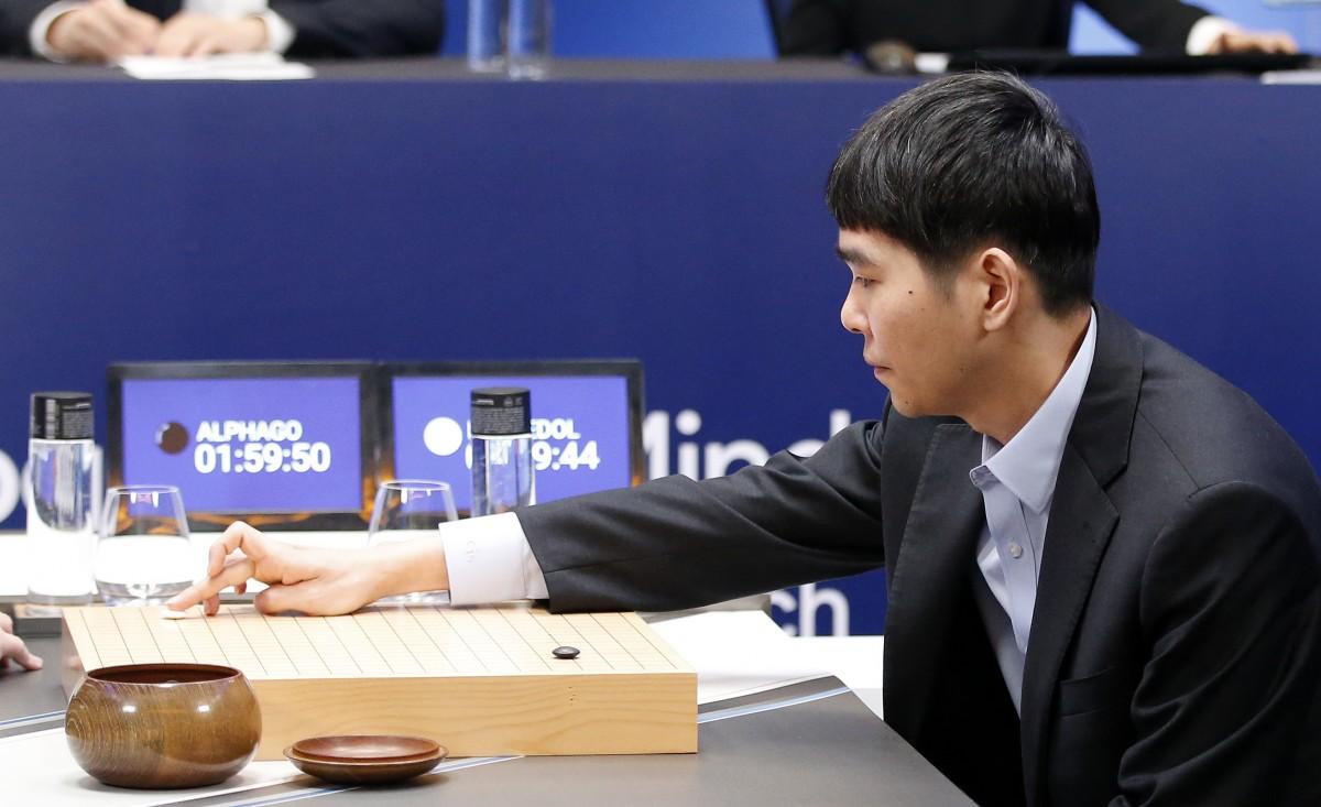 هوش مصنوعی گوگل در آستانه خلق یک رویداد بزرگ / سومین پیروزی پیاپی AlphaGo برابر Lee Se-dol